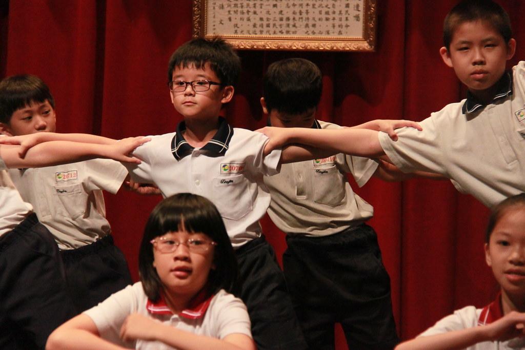 教務處 校內英語文競賽 英語歌謠比賽 20130510 106級_124 | 頭家國民小學 Tuojia Elementary School | Flickr