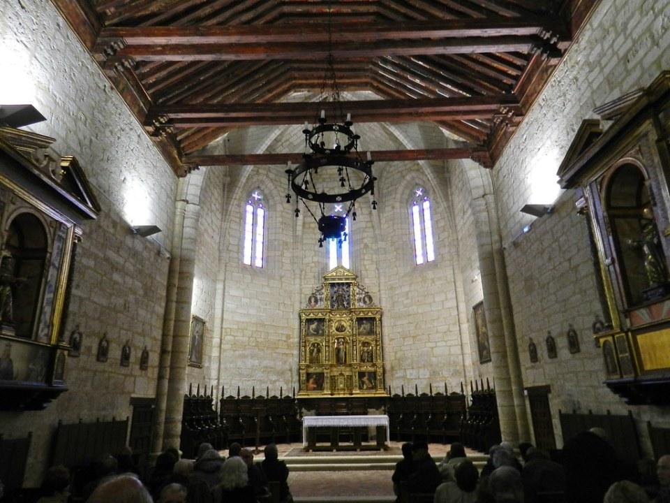 nave y altar Mayor interior Iglesia Santa Clara o Nuestra Señora de los Angeles Astudillo Palencia 03