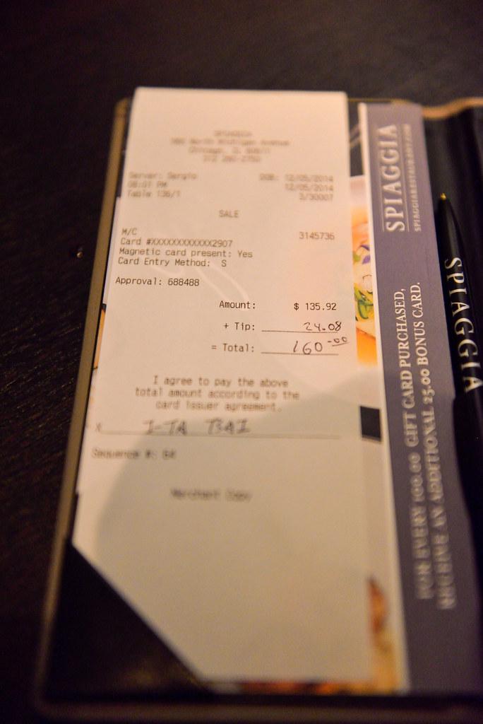 信用卡簽單 | 沒在美國刷卡給過小費。直接把費用告訴服務生。所以他就替我加了 XD | I-Ta Tsai | Flickr