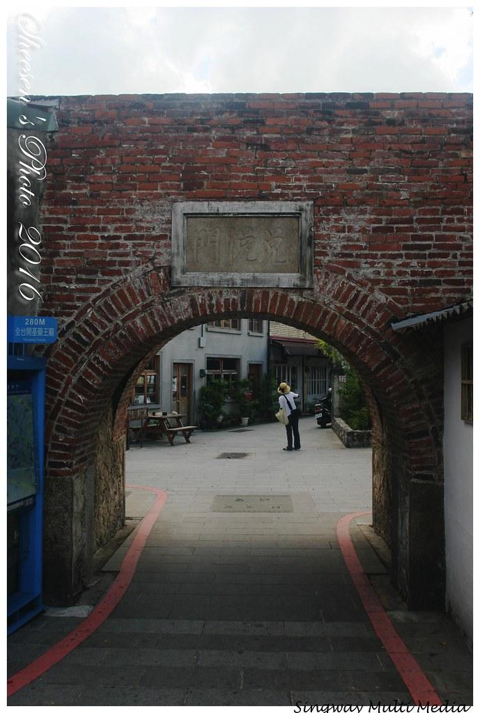 IMG_3725 | 臺南市信義街 - 兌悅門1835 / 遊人尋奇城門下 - 在地文化是咖啡 Tainan City … | Flickr