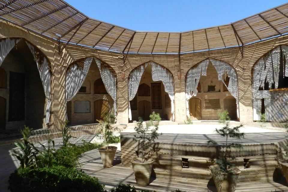 patio interior Caravanserai Zein-o-din Yazd Irán 07
