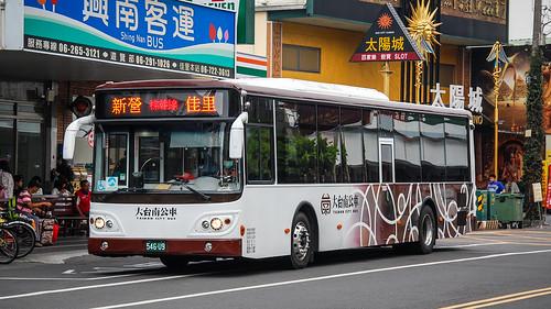 臺南市公車棕幹線(新營客運)大宇 Daewoo BS120SN@佳里轉運站   LF Zhang   Flickr