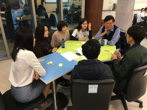 顧問與歷屆學員們一起探討職場相關議題