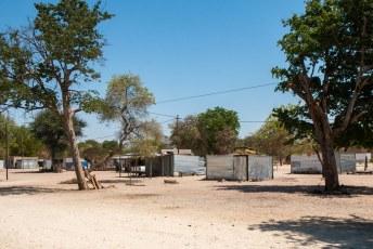 Nadat ik aankwam in Namibië was mijn eerste verbazing dat in dit snikhete land mensen in metalen golfplaten doosjes wonen :-0