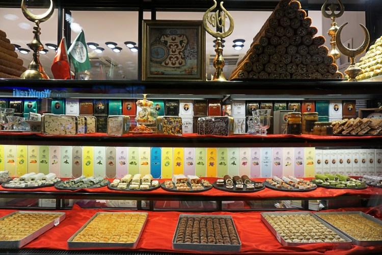 Turkish desserts at Hafiz Mustafa 1864