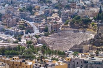 Ver beneden ons zagen we het amfitheater dat we later ook nog zouden bezoeken.