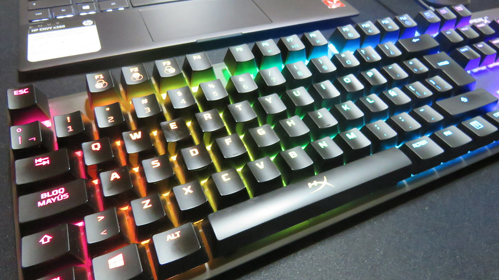 Teclado HyperX Alloy RGB | Gamesandmore.cl