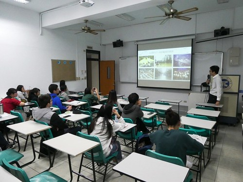 講師講述當年納莉颱風對淡水地區帶來的水災害