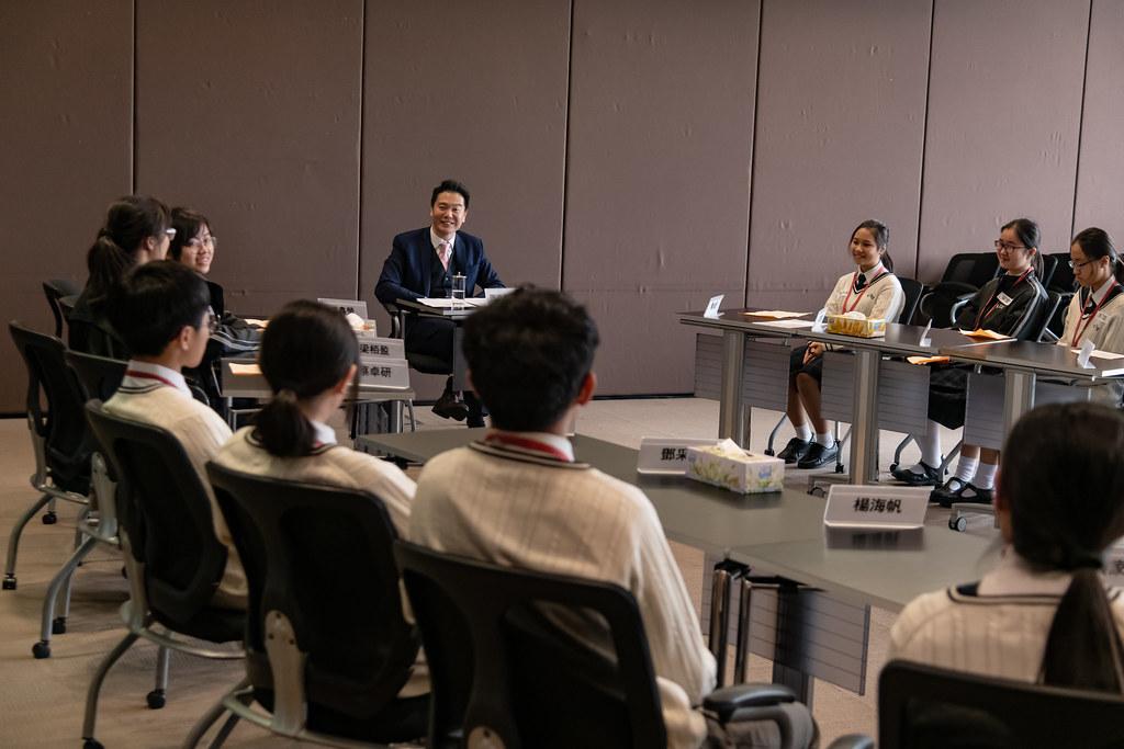周浩鼎議員與中華基督教會基道中學的學生會面 Hon Holden CHOW Ho-ding meets with s… | Flickr