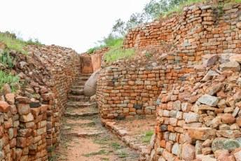 ....bovenop de platvormen die zo ontstonden bouwden de rijke stinkerds hun huizen....