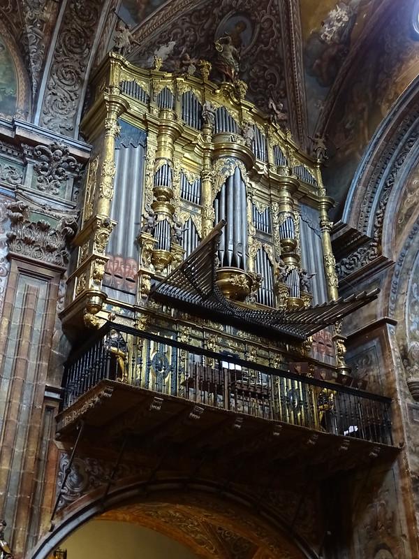 Organo del siglo XVIII interior Iglesia de Santa Maria de villa de los Arcos Navarra 02