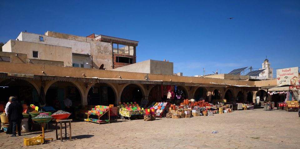 puestos y exterior edificio del Mercado de las Especias de Jara en Gabes Túnez 02