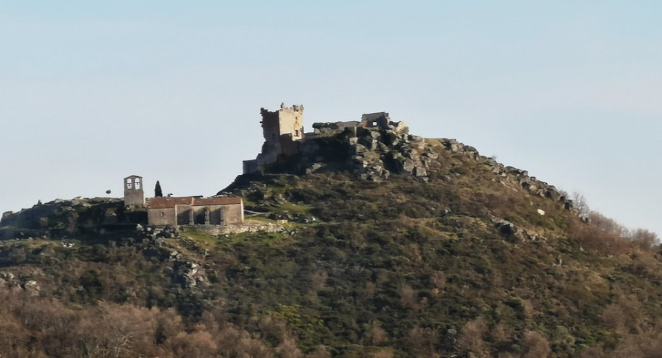 Iglesia y Castillo de Trevejo Sierra de Gata Cáceres 04