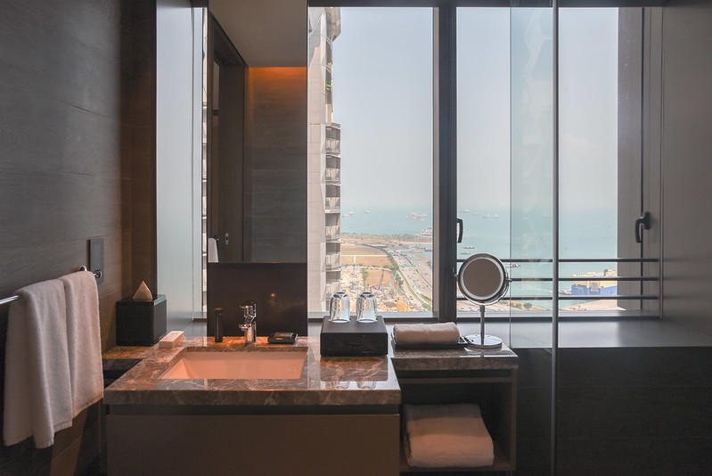 bathroom of the one bedroom premier apartment - oakwood oue premier singapore