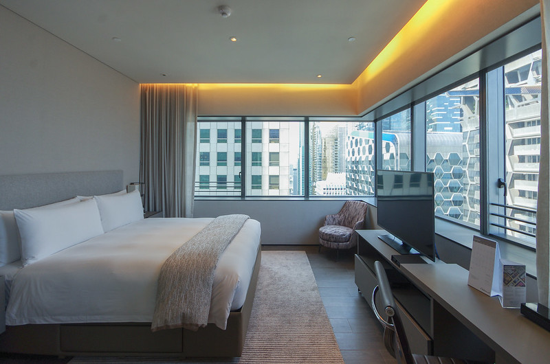 the bedroom - oakwood premier oue singapore one bedroom apartment