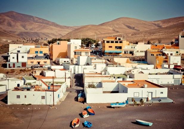 Pueblo de Ajuy y su playa de arena negra