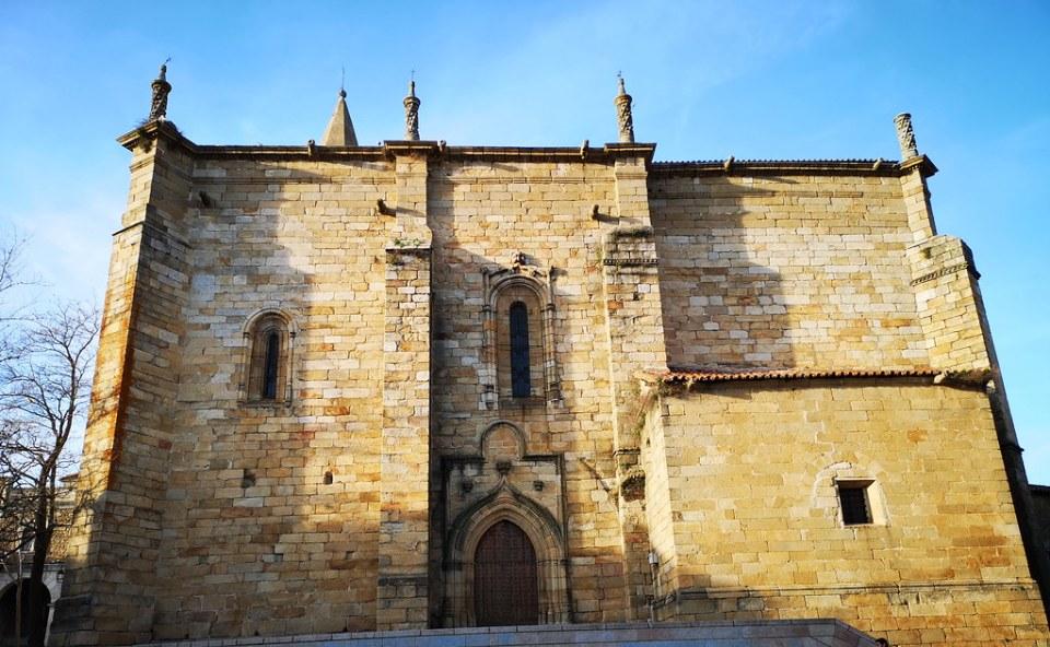 torre exterior iglesia de Nuestra Señora del Buen Varón Hoyos Sierra de Gata Caceres 02