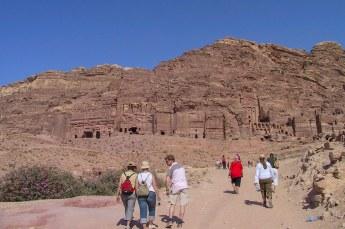 We liepen het hele stuk weer terug richting de koninklijke graven, het corinthische paleis, de zijde urn etc.