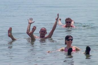 Aansluitend gingen wij dood in de drijvende zee. Sorry, ik bedoel natuurlijk: drijven in de dode zee.