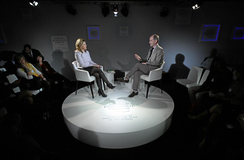 תמונת הרקע: ראיון עם כותב המאמר רוג'ר ל. מרטין בפורום הכלכלי העולמי, 2013. הועלה על ידי ה-World Economic Forum לאתר פליקר ומשותף ברישיון CC BY-NC-SA 2.0.
