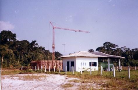 1984 - Execução do primeiro reservatório de água, atrás da ETA