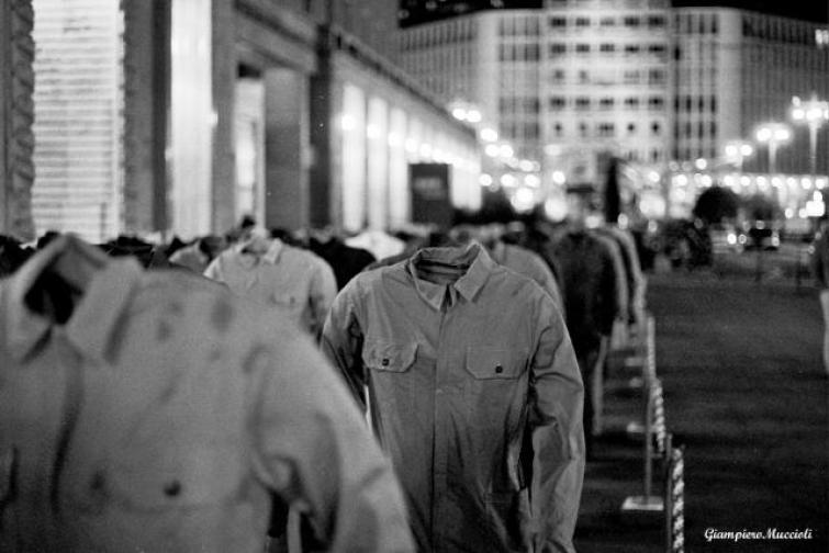 """Milano-street- """"100 sogni morti sul lavoro""""   Canon AE1 35mm…   Flickr"""
