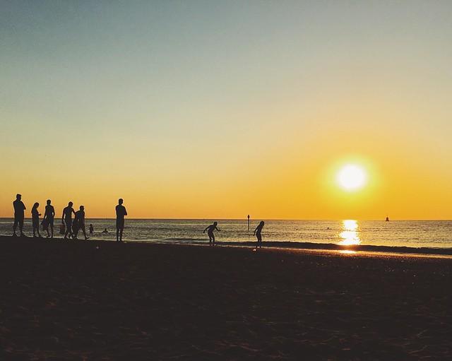 zon zakt in zee