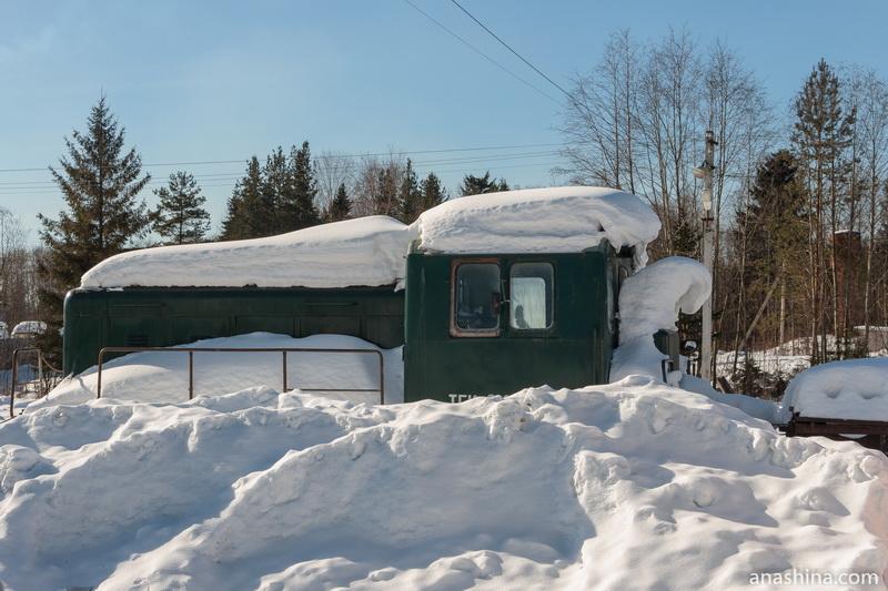 Засыпанный снегом тепловоз, Солигалич