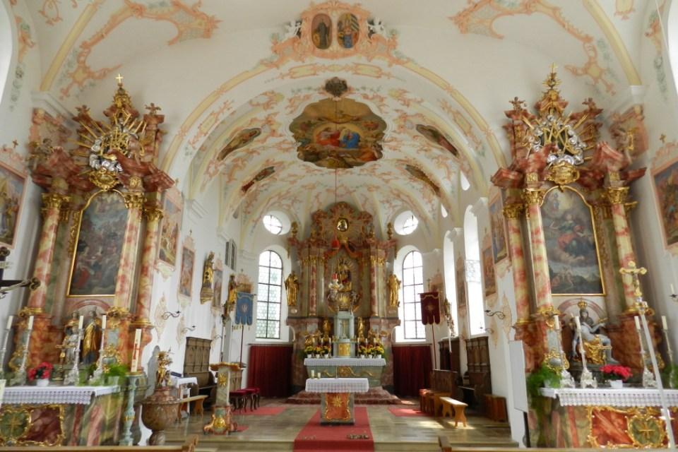 altar mayor interior Iglesia de San Cornelio y San Cipriano Hohenfurch Baviera Alemania 03