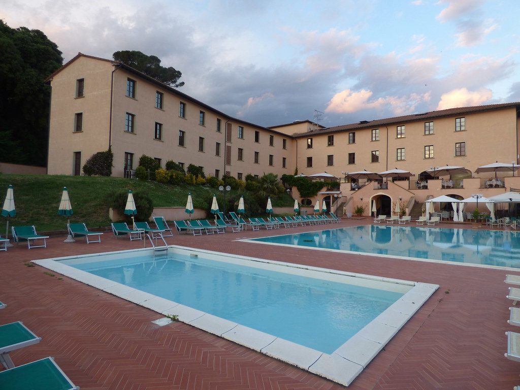 Park Hotel Le Fonti In Volterra Swimming Pool At Sunset