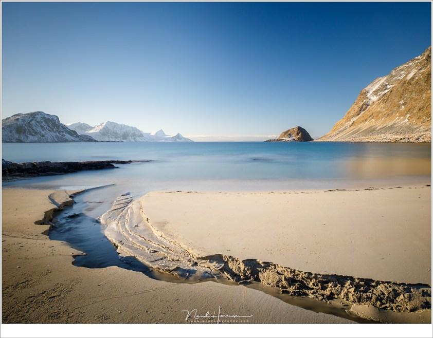 Het strand van Haukland op Lofoten.