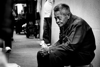 Lonely Elderly   寂寞老人 老人家在地上放上一張紙張,坐著自己帶來的小椅子,靜靜的等待。途人匆匆的在他面 ...