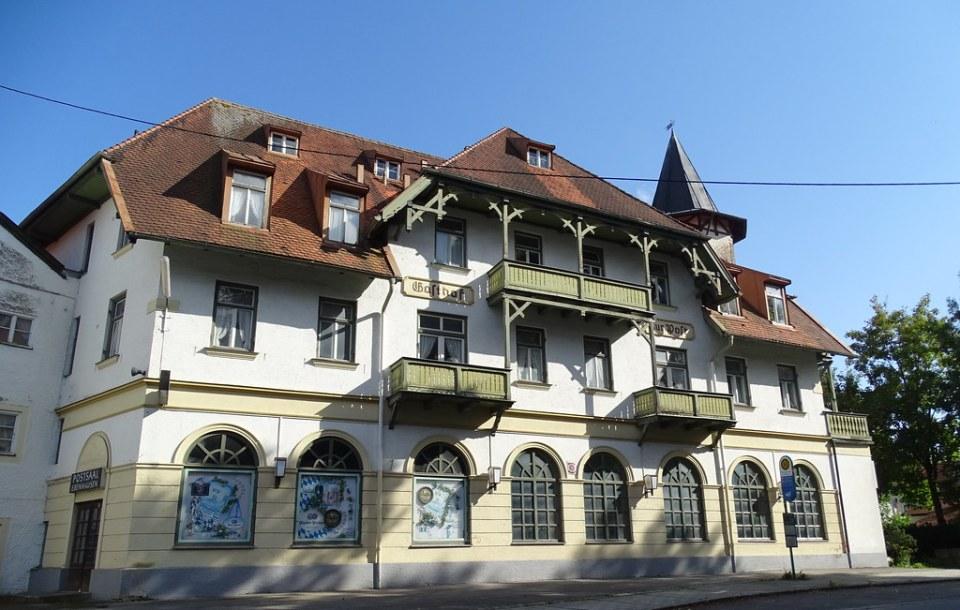 edificio Gasthof zur Post  Schäftlarn Baviera Alemania 04