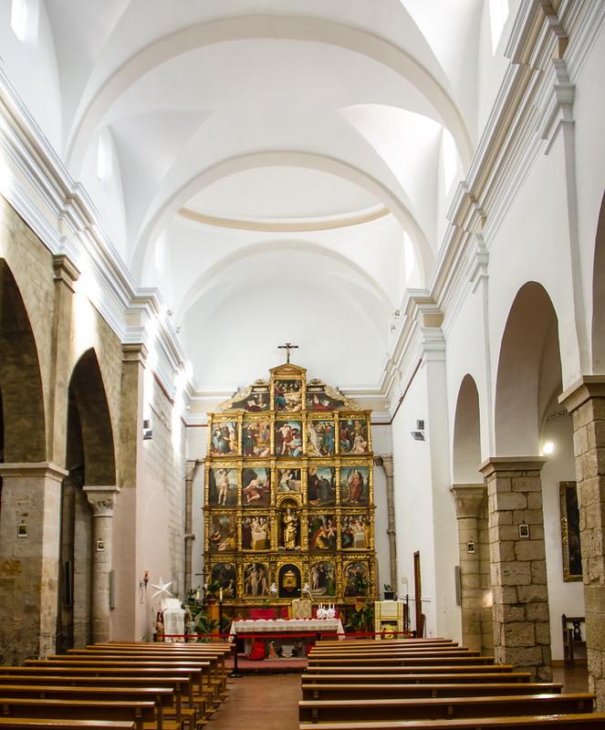 altar mayor y nave central interior Iglesia Santa Maria Magdalena Tarazona Zaragoza