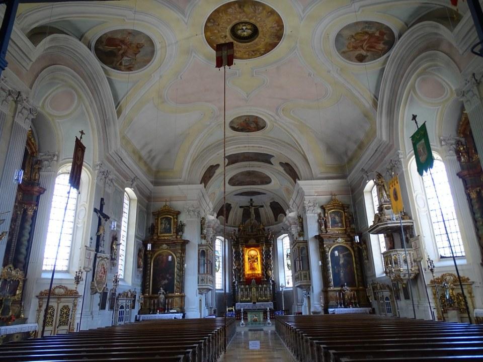 Lenggries nave central y Altar Mayor interior iglesia parroquial de Santiago el Viejo Baviera Alemania 03