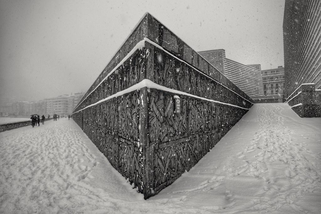 Kursaal y nieve  Terraza del auditorio Kursaal bajo la