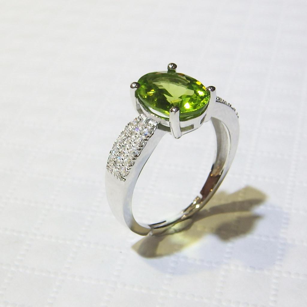 霍爾之星 貴氣款 橄欖石戒指 925銀 A0019 | 【產品資訊】 顏色 綠 主石 天然橄欖石 副石 歐洲進口鋯石數顆… | Flickr