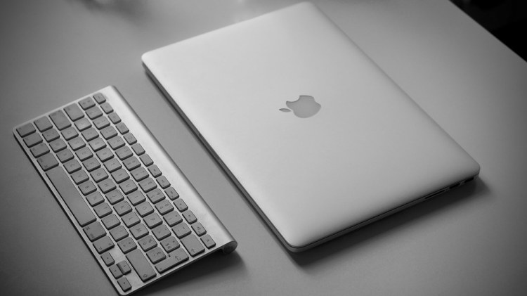 Macbook pro Retina et clavier bluetooth Apple | Retina Boys | Flickr