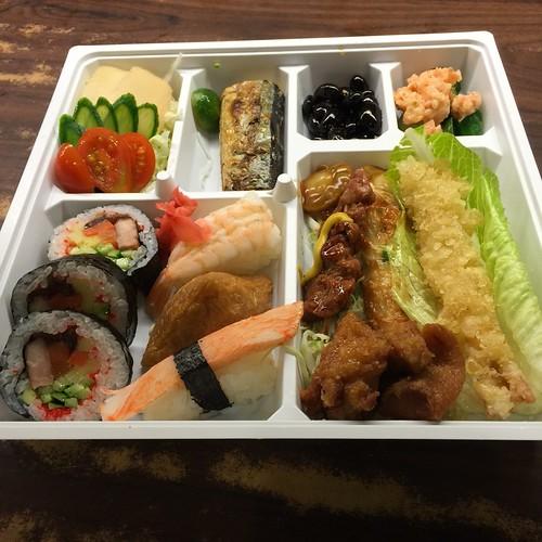 推薦高雄松江庭吃到飽日本料理餐廳平價的日式便當外送服務 (34) | 推拿五虎520 | Flickr