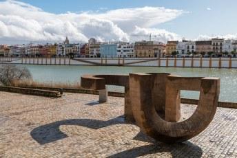 Op de zoutkade voor de Plaza de Toros staat dit kunstwerk.
