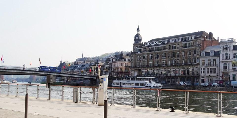 Puente Charles de Gaulle rio Mosa Dinant Belgica 01