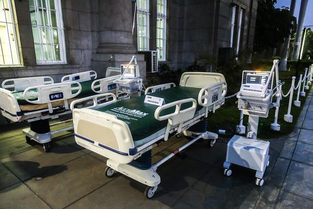 Presidente Vizcarra entrega equipos médicos en Hospital Loayza
