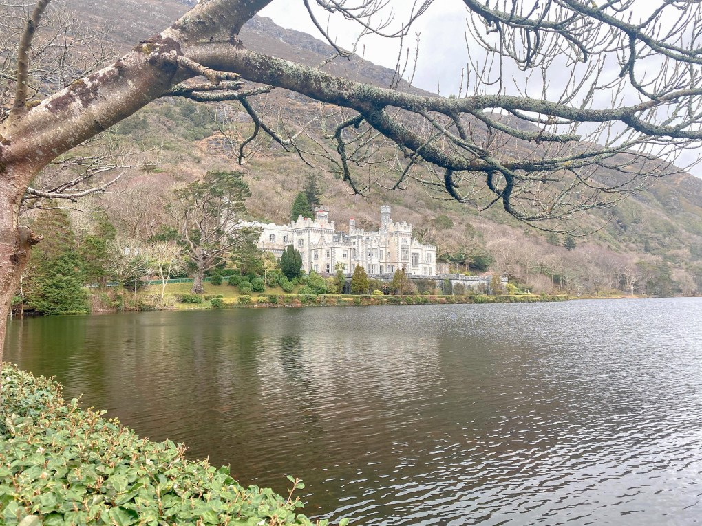 Tips for Traveling to Ireland for the First Time Kylemore Abbey, County Galway, Ireland