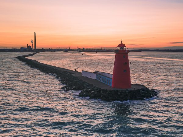 Walks in Dublin Poolbeg Lighthouse