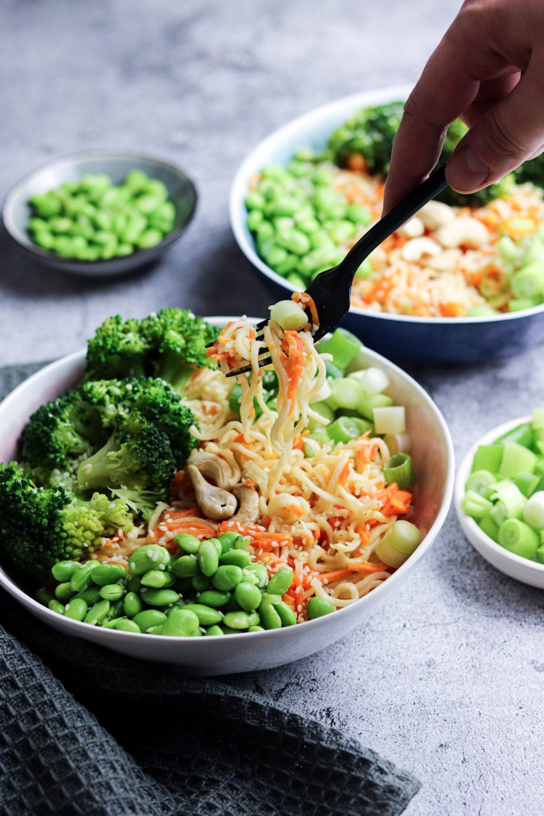 Asiatische Bowl mit Karotte und Edamame 1
