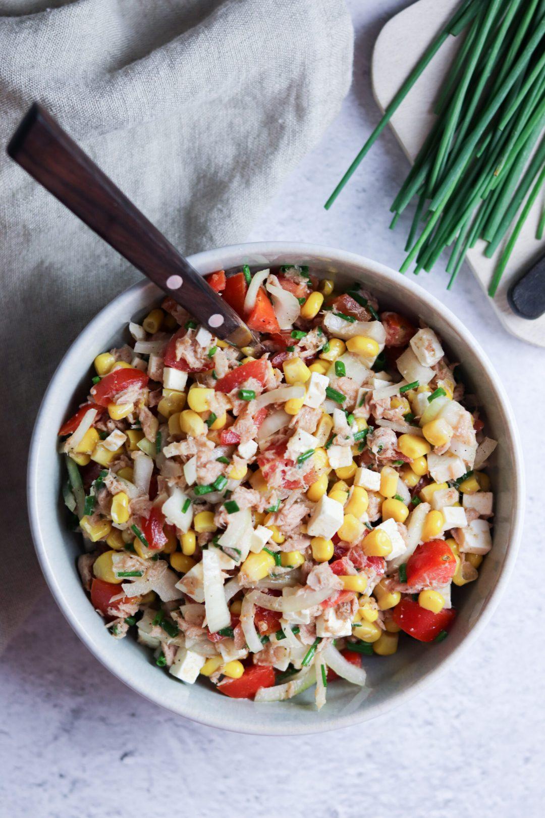 Schneller Thunfischsalat mit Mais und Feta