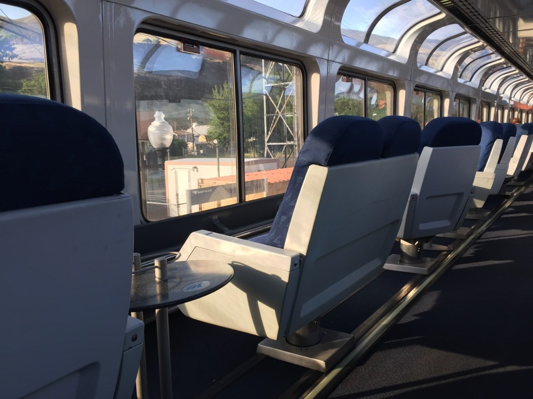 Amtrak superliner roomette review empire builder for Amtrak superliner bedroom review