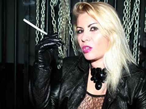 smoking fetish girl