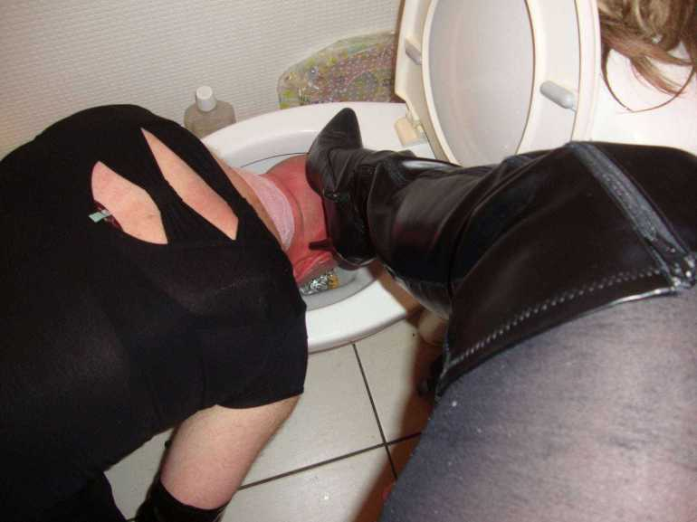 toilet worship, loser degraded