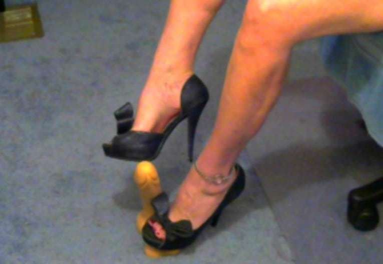 sexy foot play online